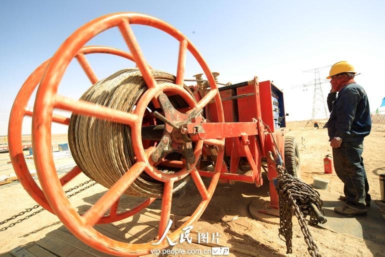 郑州±800千伏特高压直流输电工程塔架施工接近尾声
