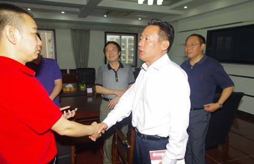 安庆市委书记虞爱华与黄梅戏《半个月亮》主创