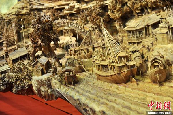 高清:大型木雕作品《清明上河图》载入吉尼斯世界纪录
