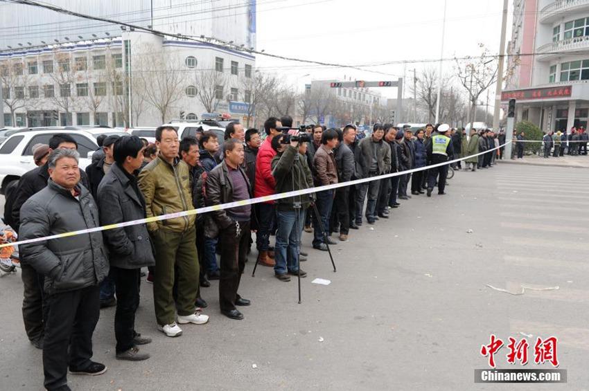 陕西蒲城大巴爆炸_高清:陕西蒲城大巴爆炸致5死24伤【3】--地方领导--人民网