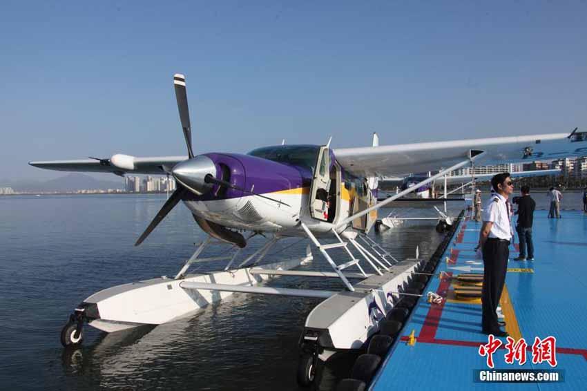 高清:中国首架民用水上飞机三亚载客启航