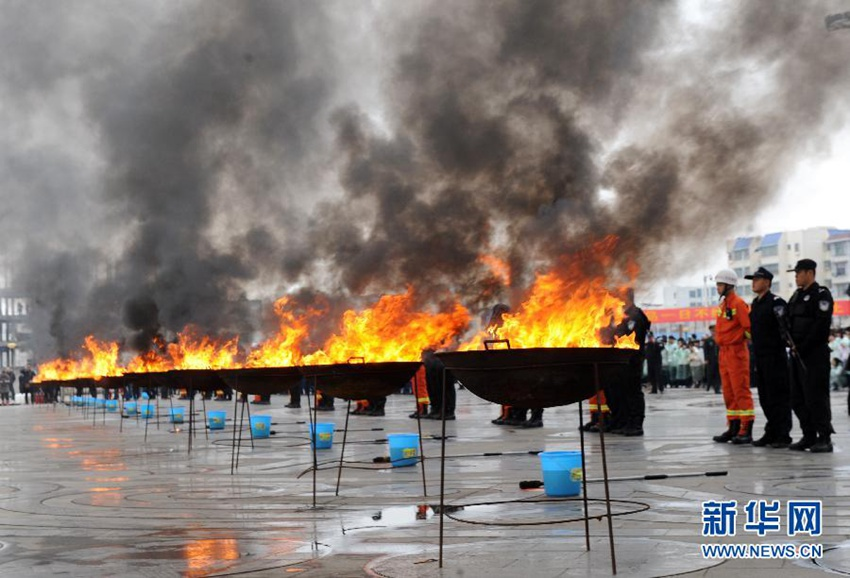 高清:广西宁明销毁中越两国缴获的毒品1000公斤