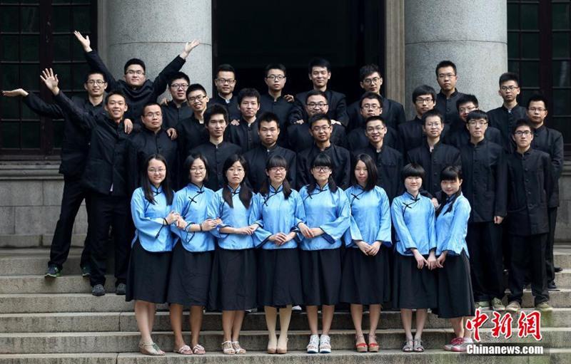 """高清:南京大学生拍""""复古""""毕业照图片"""
