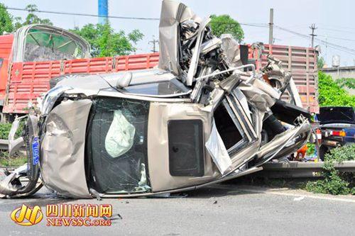 四川成乐高速发生连环追尾已致1死7伤