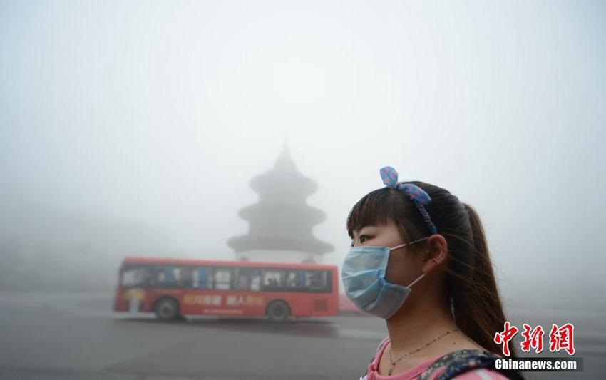 高清:江苏扬州浓雾笼罩 多条高速公路临时关闭--地方领导--人民网