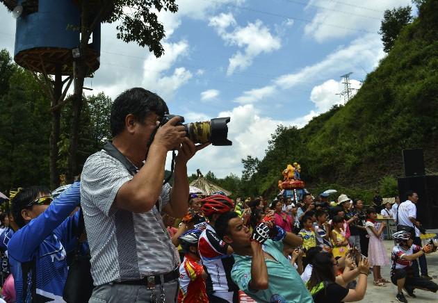 """首届盘州""""九龙潭杯""""山地自行车赛成功举行"""