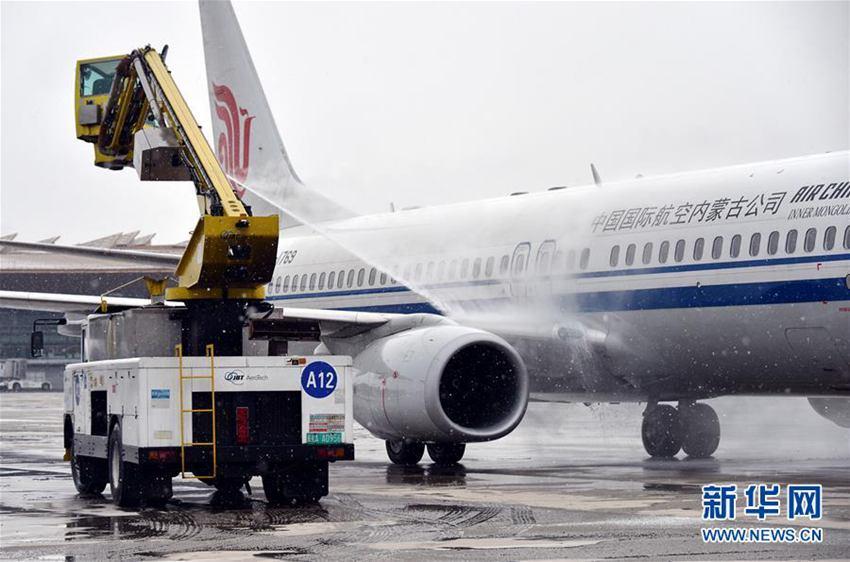 高清:北京降雪致首都机场部分航班延误或取消