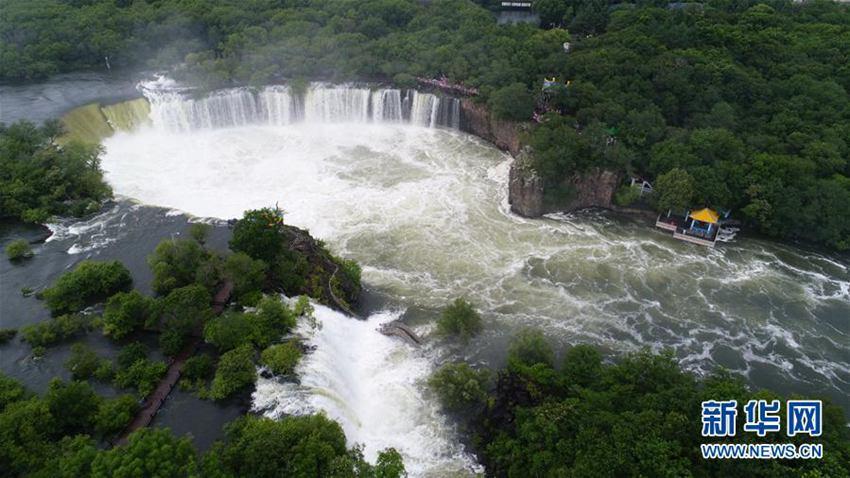7月17日在黑龙江省牡丹江市镜泊湖景区内拍摄的吊水楼瀑布(航拍照片).
