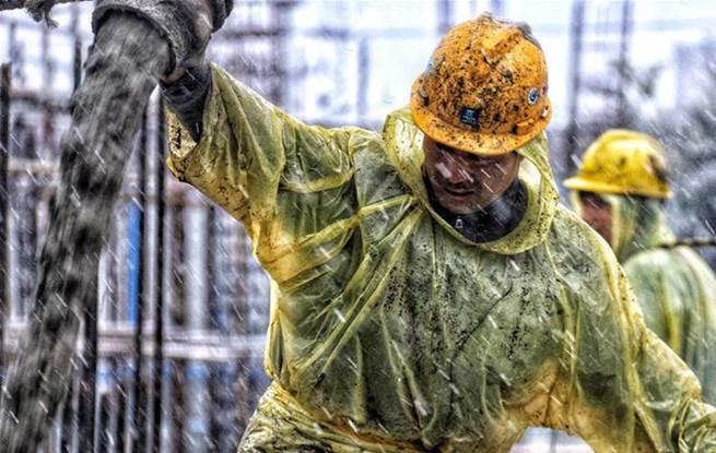 上海:风雪中的劳动者