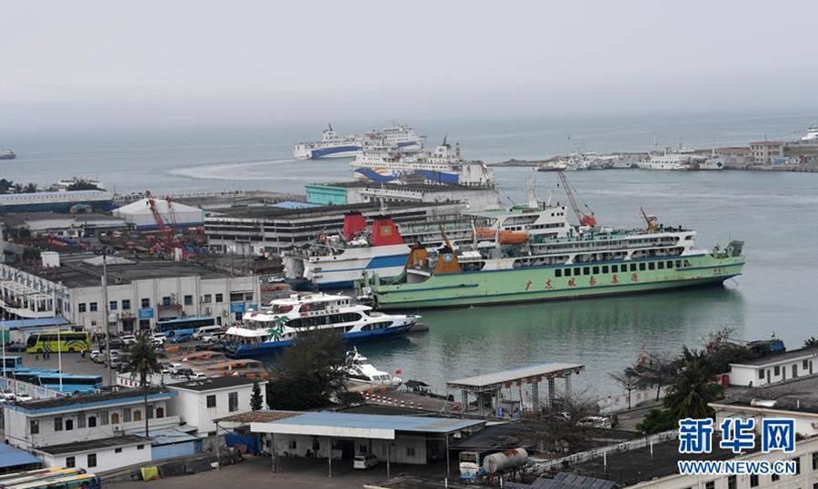 琼州海峡停航致海口出岛车辆滞留过万