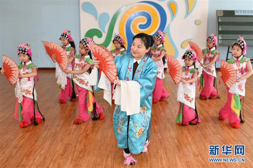 【高清】河北衡水:戏曲文化进校园
