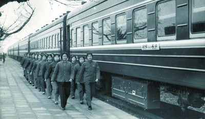 安徽进京列车40年:从近20个小时缩短为3小时35分钟安徽作为农村改革的发源地,四十年来,取得了改革开放和现代化建设的巨大成就,进京速度的飞跃,只是一个缩影。