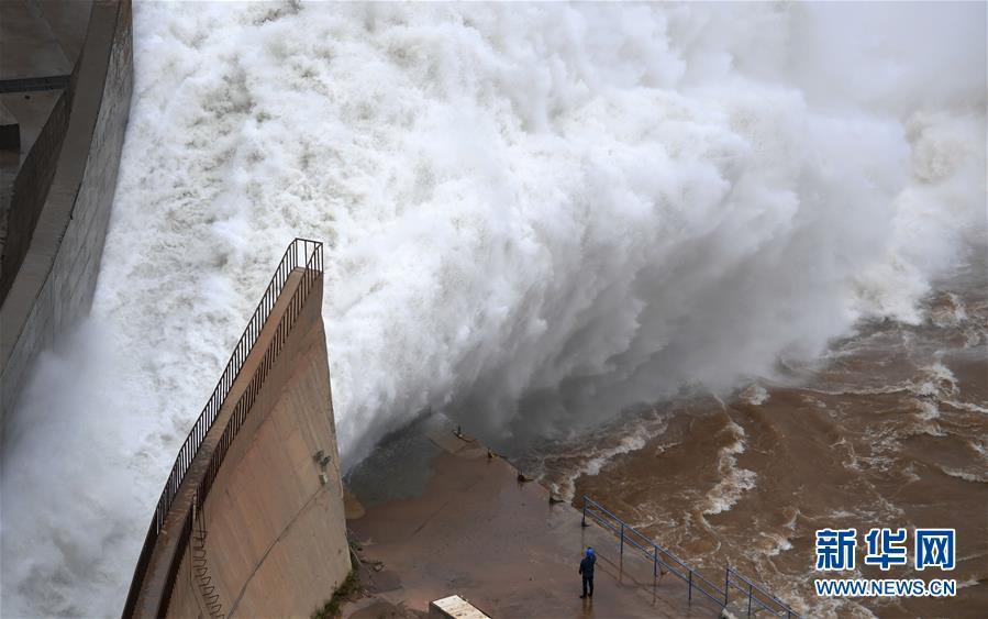 【高清】达到汛限水位 黄河刘家峡水库排沙泄洪