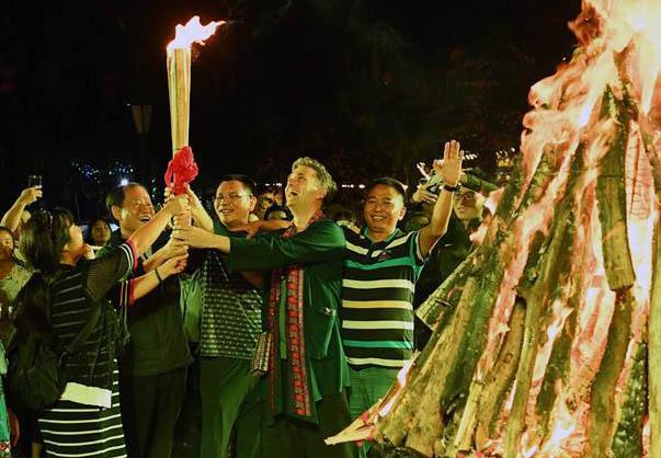 彝人古镇欢庆火把节