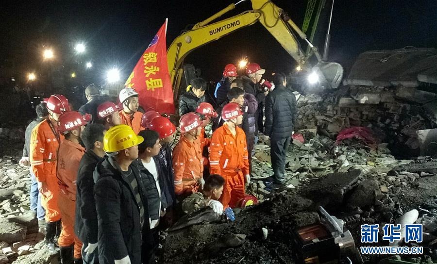 四川叙永县突发山体滑坡多人被掩埋
