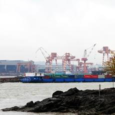 """长江""""钻石区段""""——南京以下12.5米深水航道全线贯通。"""