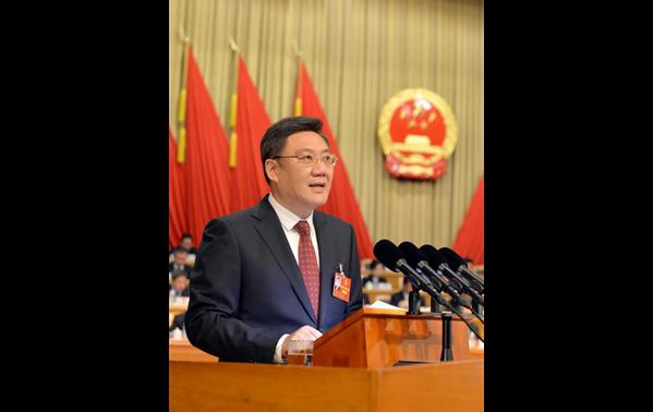 现场:黑龙江省省长王文涛作政府工作报告