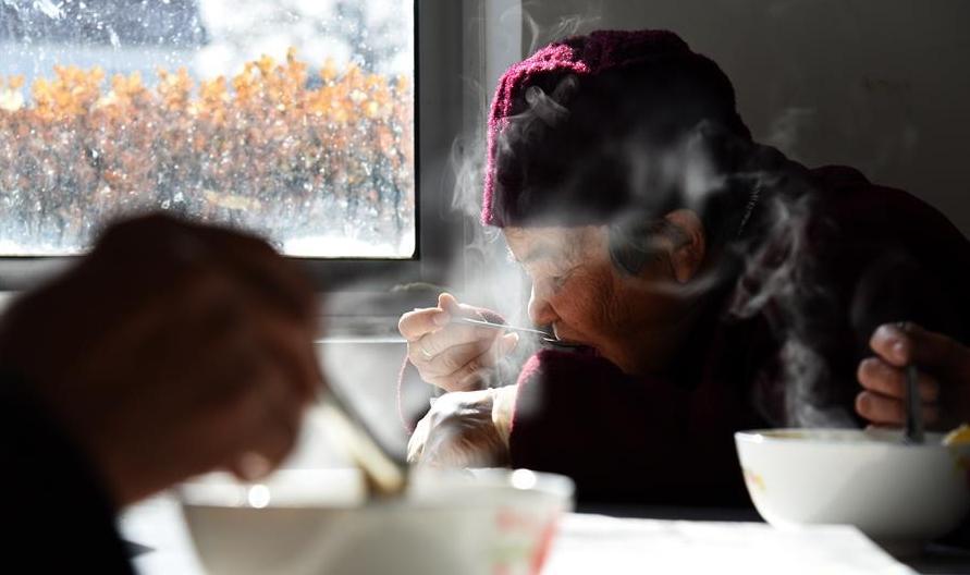 """山东广饶:村子里的""""一元餐厅"""""""