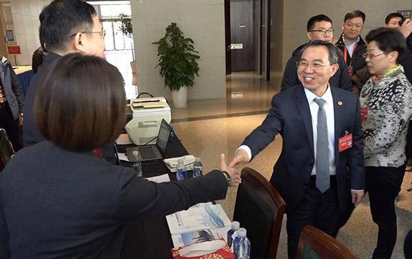 政协上海市十三届二次会议举行咨询活动