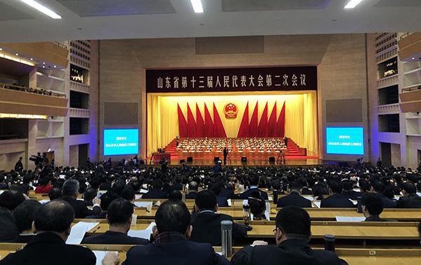 现场:山东省十三届人大二次会议开幕