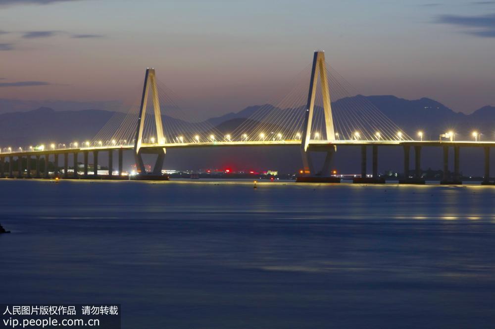 """浙江乐清湾跨海大桥""""长虹卧波""""美如画"""