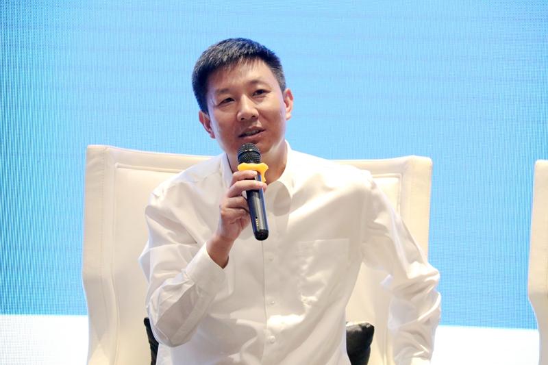 云南省大理州漾濞县委书记杨瑜向人民网网友拜年