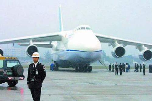 世界上最大飞机到达白云机场
