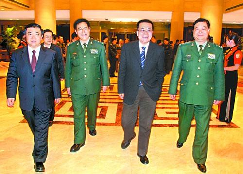 王金山、王三运率团赴南京军区慰问--地方领导--