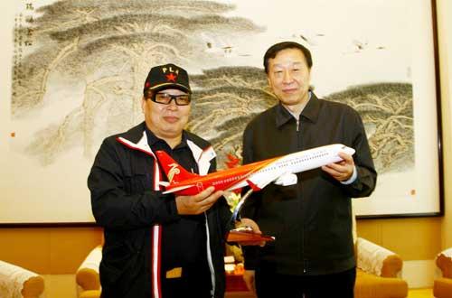 江苏省省长罗志军会见深航高级顾问李泽源--地